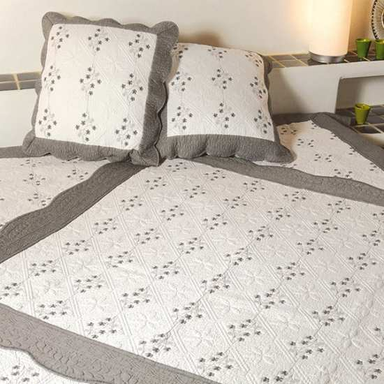 le boutis proven al brod ardoise la compagnie du blanc. Black Bedroom Furniture Sets. Home Design Ideas