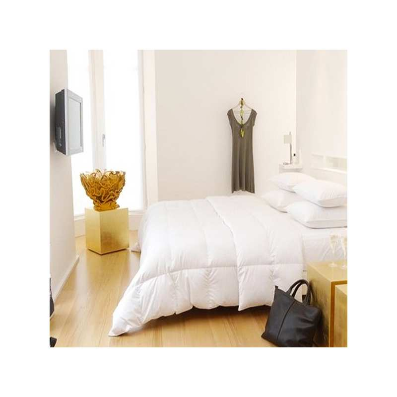 couette en duvet de canard colombie pyrenex la compagnie du blanc. Black Bedroom Furniture Sets. Home Design Ideas