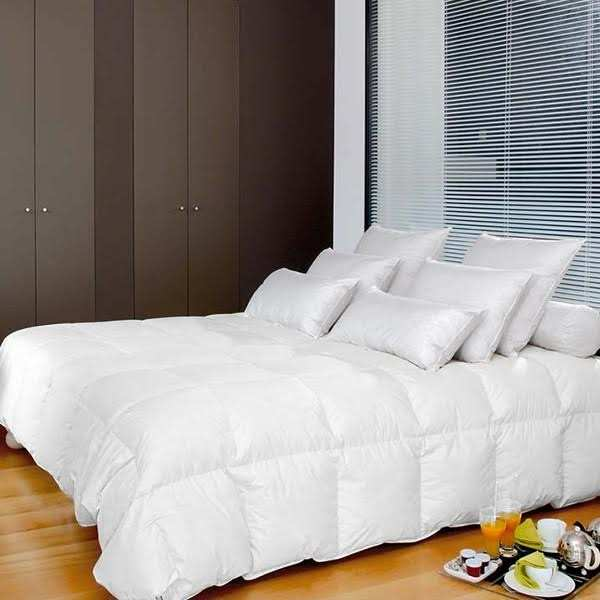 couette duvet d 39 oie blanc neuf pyrenex. Black Bedroom Furniture Sets. Home Design Ideas